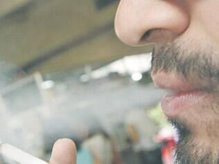 Vereador propõe multa de R$ 76 para quem fumar em locais fechados, privados ou públicos