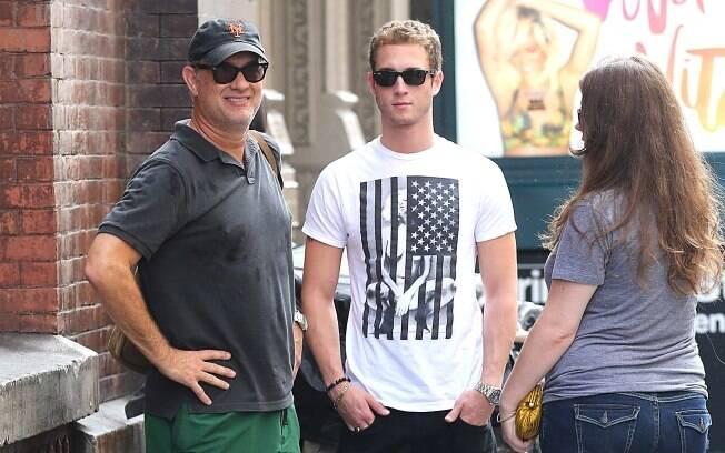 Tom Hanks com os filhos Chester e Elizabeth