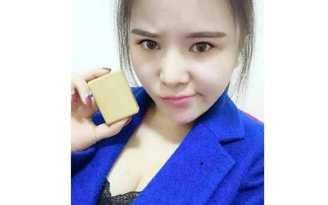 A chinesa conhecida como Xiao Xiao com o sabonete feito de sua própria gordura