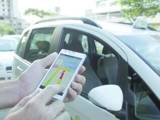 Celular.Taxistas estão investindo em aparelhos mais modernos para baixar aplicativos disponíveis