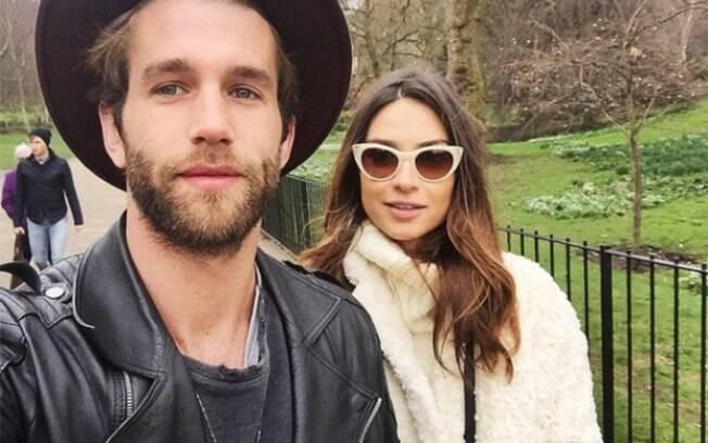 O modelo Andre Hamann com Thaila Ayala em Londres