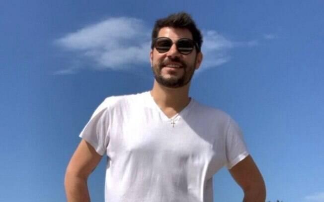 Evaristo Costa informa que está bem VIVO e de férias na Itália