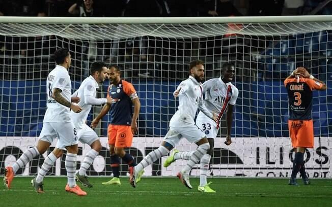 Neymar comemora seu gol na vitória do PSG
