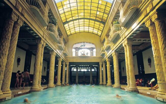 Casa de banho Géllert é a mais rebuscada da cidade