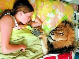 Leão Neil era dócil, brincava com as crianças e dormia na cama com a família