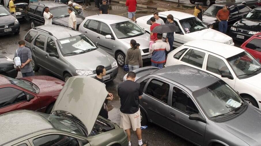 Vendas de carros usados seguem aquecidas com a crise no setor automotivo com falta de modelos novos nas lojas