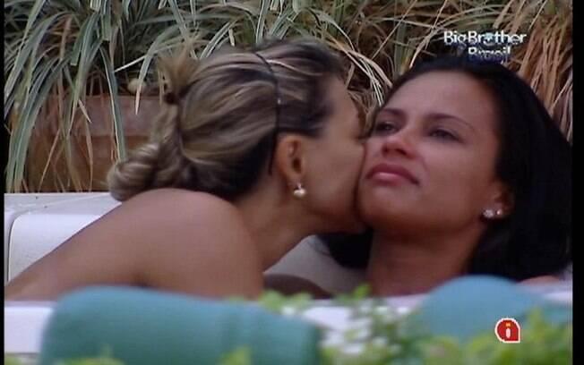 Mineira chora ao pensar que irá rever a família