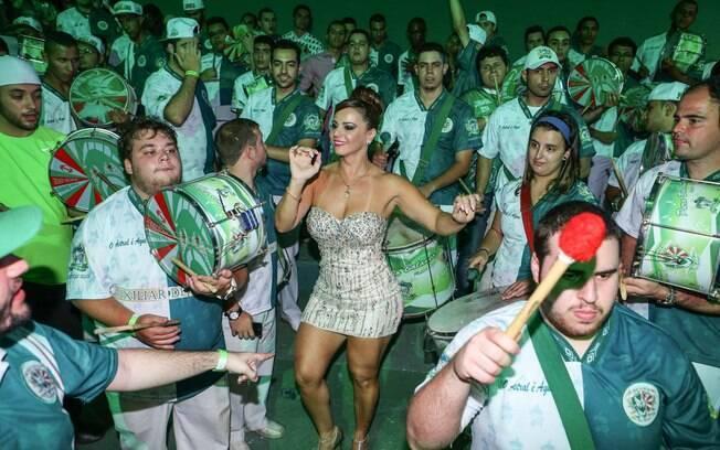 Viviane Araújo na quadra da Mancha Verde