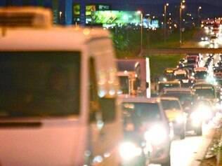 Na saída da capital, rodovia é palco para constantes engarrafamentos