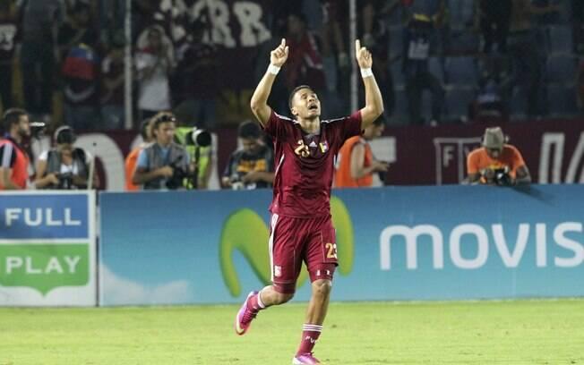 Rondon comemora o gol da vitória da Venezuela  sobre a Colômbia
