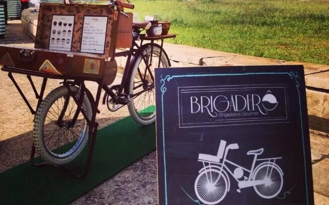 Camila não é adepta da bicicleta, mas a magrela deu um charme a mais para o seu negócio. Foto: Divulgação