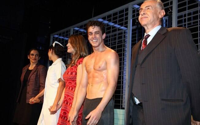 Leonardo Miggiorin e elenco da peça