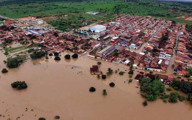 Imagens aéreas mostram alagamento em cidade vizinha ao município de Pedro Alexandre, na Bahia