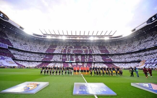 A torcida do Real Madrid mais uma vez fez sua parte com lindo mosaico no Santiago Bernabéu