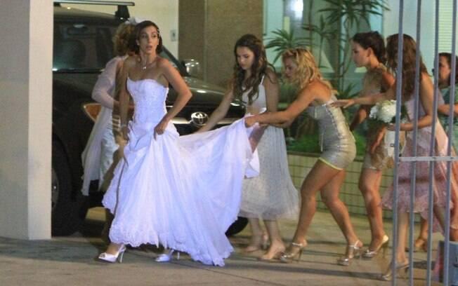 Atrizes gravam cena do casamento de Letícia em