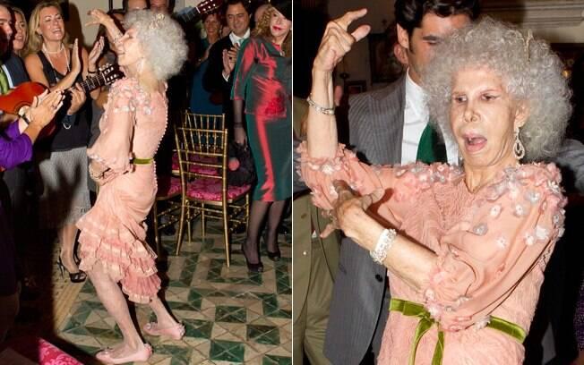 A duquesa de 85 anos na animada festa de seu casamento