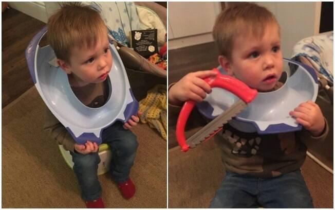 Menino brincava com um adaptador de assento sanitário quando ficou com a cabeça entalada no objeto