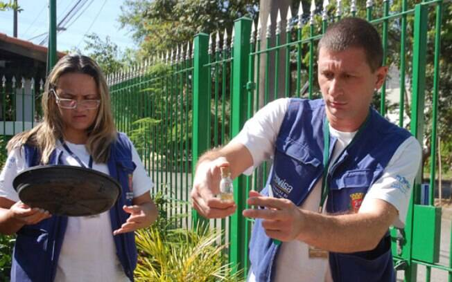 Agentes fazem fiscalização de possíveis focos da doença na capital paulista. Foto: Divulgação/Prefeitura de São Paulo