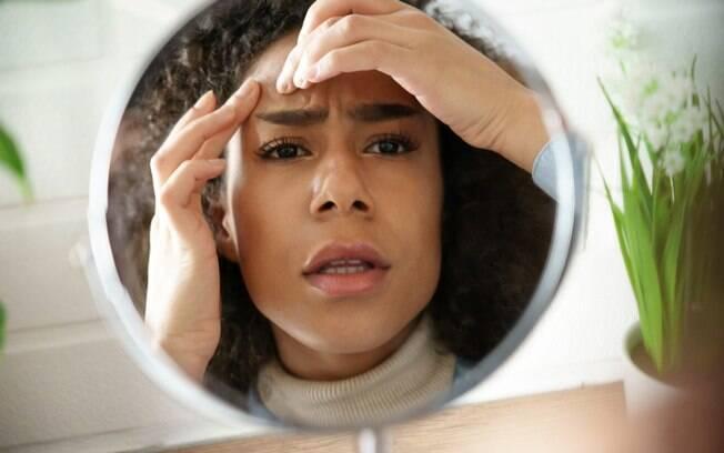 Acne no vero: saiba como cuidar da pele e controlar o problema no calor