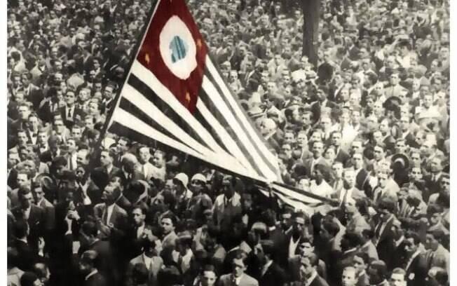 Revolução de 1932 - Grande mobilização dos paulistas revoltados