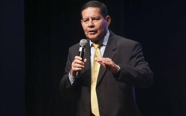 Segundo Mourão, proposta aposentadoria dos militares, que vai economizar R$ 13 bilhões em dez anos, só precisa ser aprovada por Bolsonaro antes de ser enviada