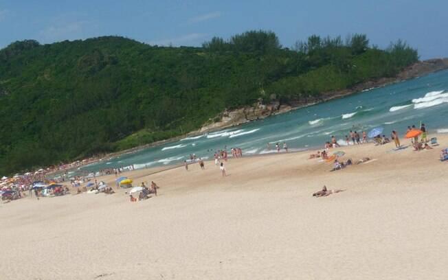Praia de Ferrugem, em Garopaba, atrai ainda um público bonito em busca de agito