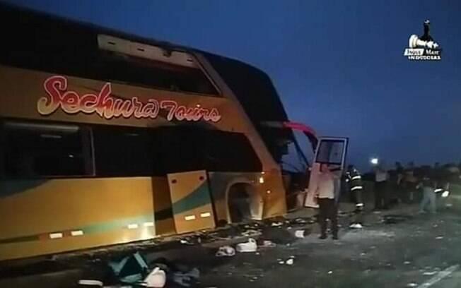 Acidente com ônibus que ia para enterro do ex-presidente do Peru deixou vários mortos e feridos