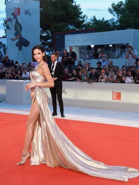 Bruna Marquezine marca presença no Festival de Cinema de Veneza