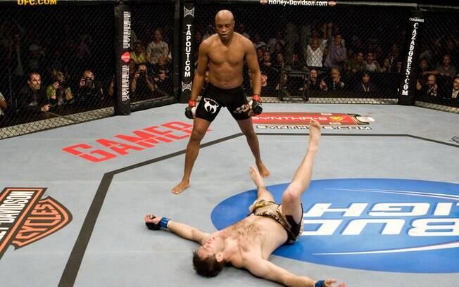 Anderson Silva deu show e nocauteou o  ex-campeão Forrest Griffin no primeiro round