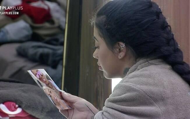 Mirella pega foto de Dynho e diz que está com saudade