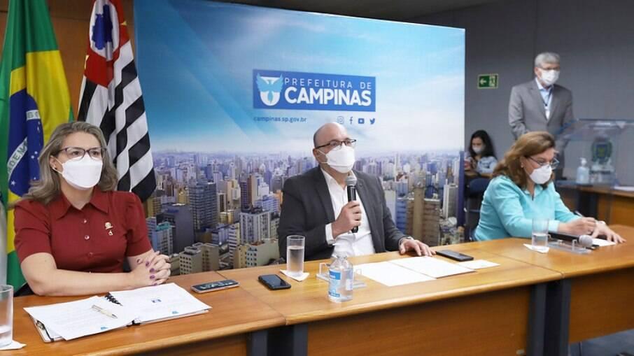 Vandecleya Moro, secretária municipal de Assistência Social, e o prefeito Dário Saadi.