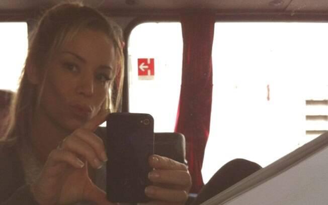 Danielle Winits a caminho das gravações de Malhação neste domingo (15)