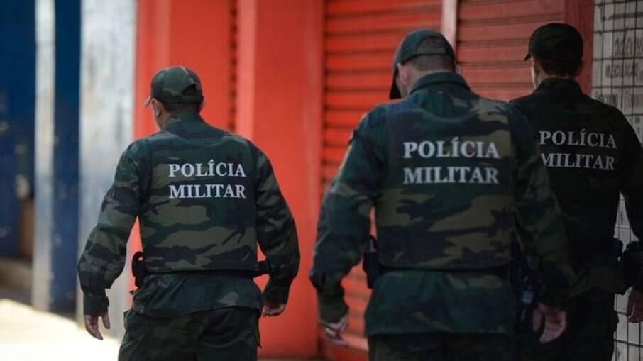 As ações da Polícia Militar resultaram na prisão de 13 pessoas, sendo sete delas procuradas pela Justiça