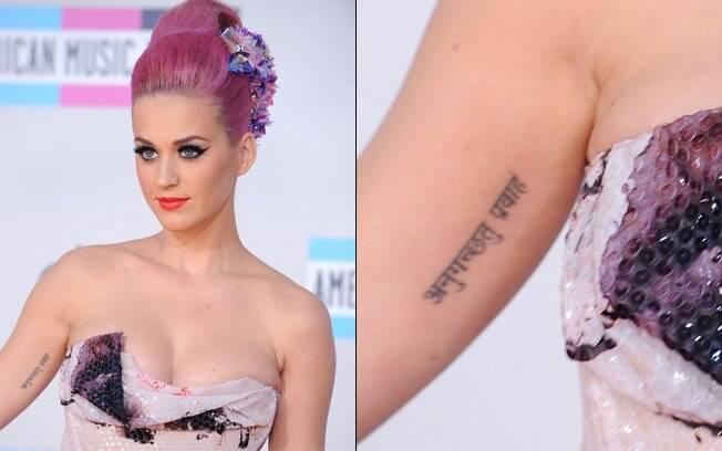A tatuagem em sânscrito foi uma homenagem ao marido