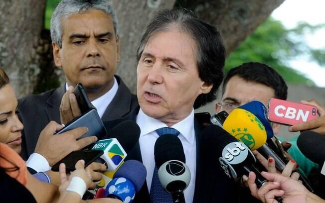 Eunício Oliveira negou duas questões de ordens para barrar a votação do decreto de intervenção federal