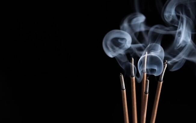 Conheça 5 incensos poderosos para atrair grana e prosperidade