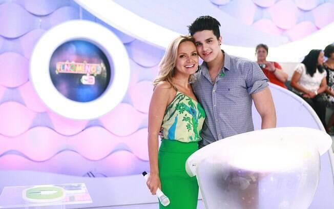 Luan Santana no palco com Eliana