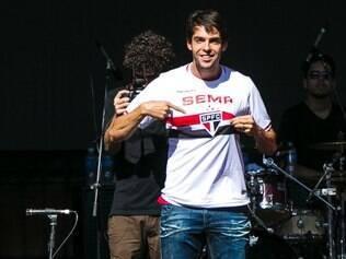Kaká está de volta ao futebol brasileiro e vestirá a camisa do São Paulo no segundo semestre