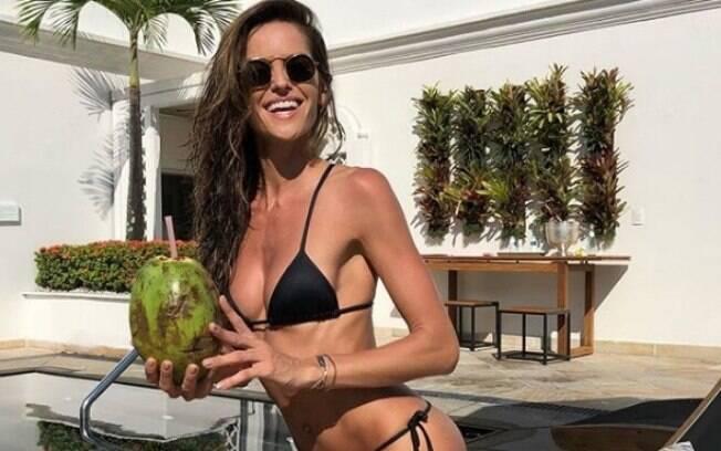 Modelo da Victoria's Secrets em passagem pelo Brasil