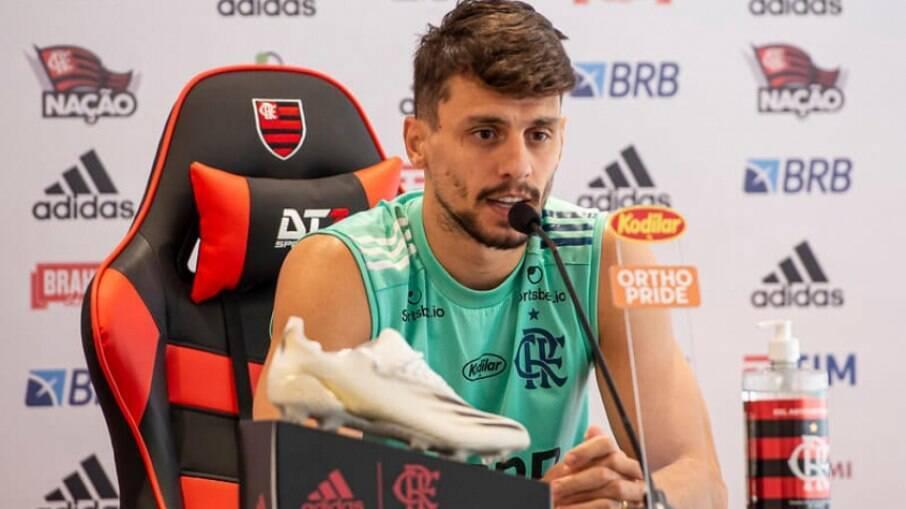 Rodrigo Caio exalta técnico Rogério Ceni