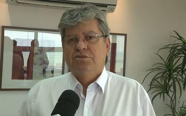 De 24 de agosto a 19 de setembro, data do último Ibope na Paraíba, João Azevêdo saltou de 17% para 32% das intenções de voto e agora lidera a corrida eleitoral no estado