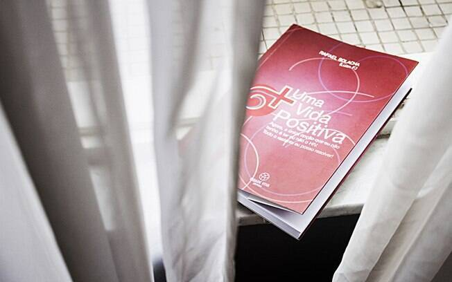 Rafael Bolacha relatou sua experiência como soropositivo no livro 'Uma Vida Positiva'