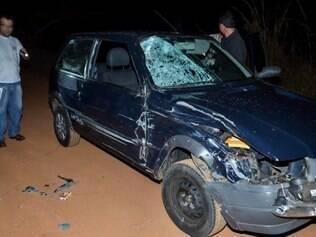 Veículo foi atingido pela moto no momento em que cruzava a rodovia para acessar estrada vicinal