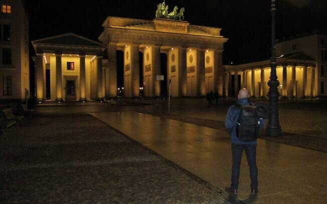 Álvaro Souto conseguiu fazer uma foto praticamente sozinho em frente ao Portão de Brandemburgo na madrugada de Berlim, capital alemã