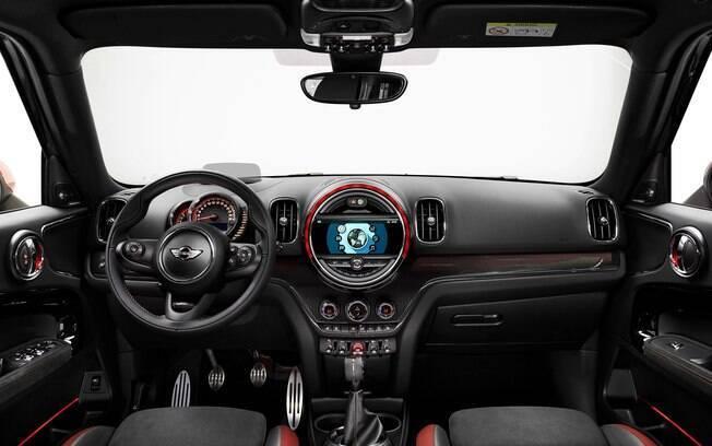Interior irreverente inclui tela de 8,8 polegadas do sistema de multimídia, bancos esportivos e luz ambiente configurável