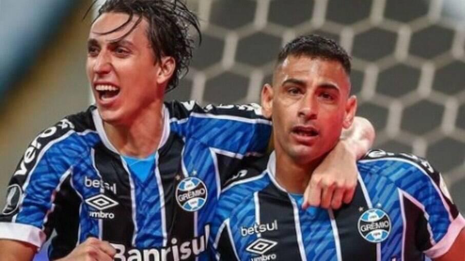 Jogadores do Grêmio são flagrados em festa