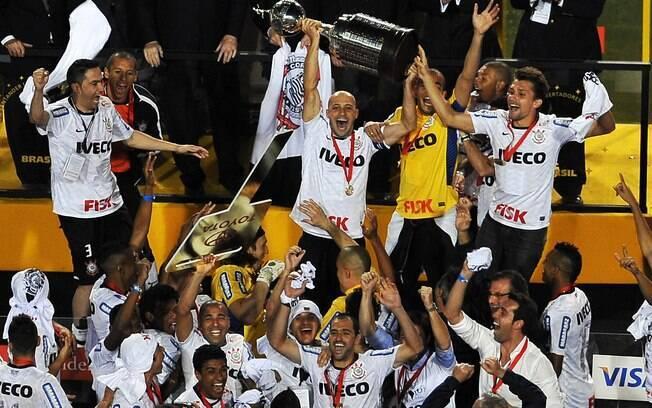 Corinthians conquista a Libertadores pela  primeira vez na história