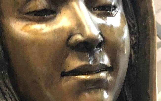 Estátua da Virgem Maria, localmente conhecida como Nossa Senhora de Guadalupe está 'chorando' azeite há dois meses