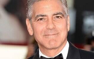"""George Clooney diz que Meghan Markle é """"perseguida pela mídia como Diana foi"""""""