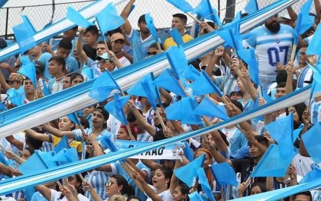 Paysandu faz ação social com torcedores de baixa renda